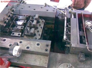 M8 四模四冲冷镦机