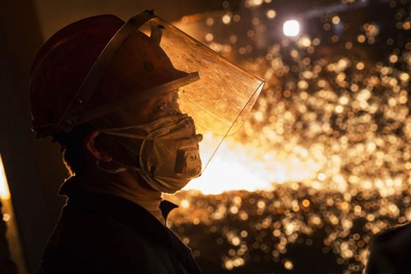 发改委:钢价暴涨不可持续 明年继续去产能