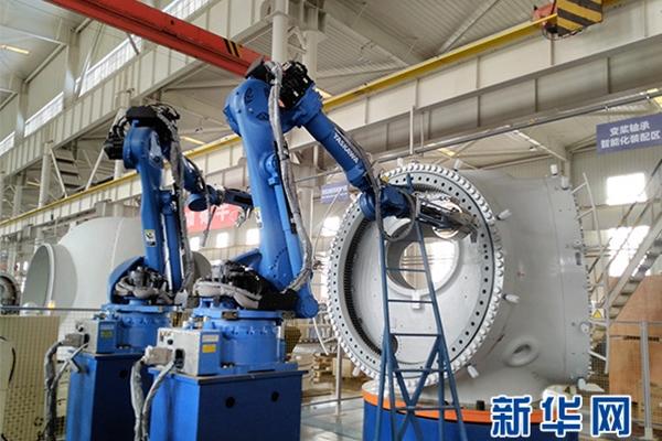 传统制造业向智能信息化发展:用智能机器人拧螺栓