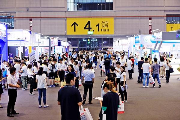 第13期《大全》亮相2019上海展  首发现场人气火爆