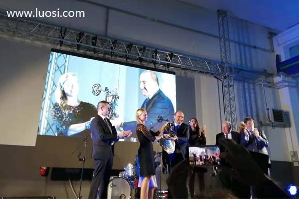 卡锣萨尔维80周年庆典在意大利盛大举行