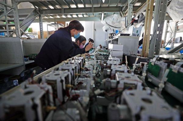 """中国为世界生产呼吸机遇""""堵点"""":关键零部件进口难"""