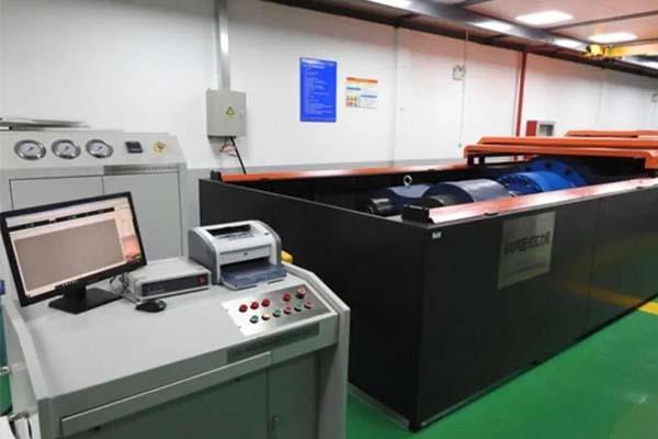 国内首台大规格螺栓试验机调试成功