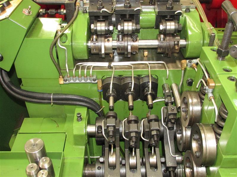 三模六沖螺絲冷鐓機:ZY3620